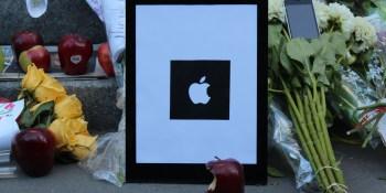 Fans still holding vigil for Steve Jobs outside Apple Store (photo gallery)