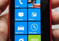 Hands on with Nokia's Lumia 800 and 710 Windows Phones