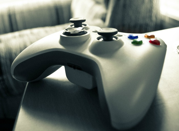 Xbox 360 controller -- Microsoft may be working on a $99 xbox 360 + Kinect bundle