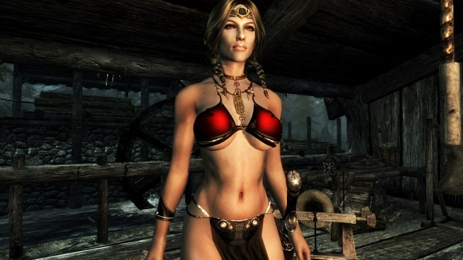 Skyrim Modwatch: Slave Leia costumes and lightsabers