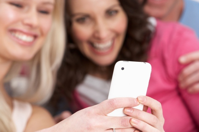 smartphone friends users