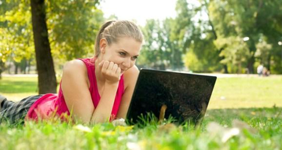 ss-girl-at-computer