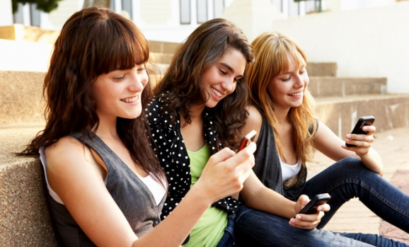 ss-teens-texting-655