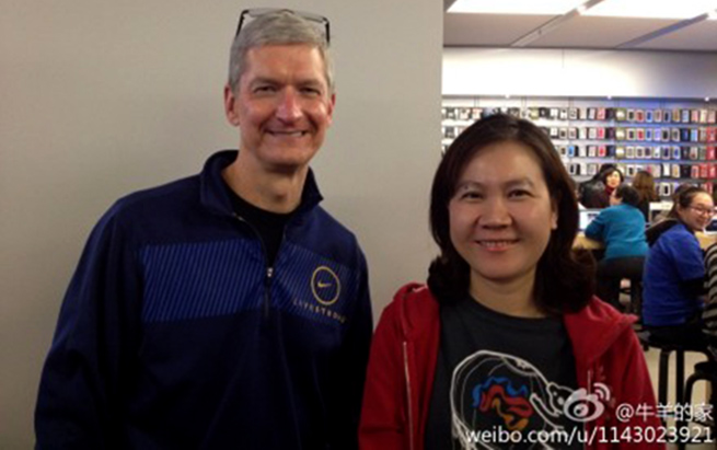 tim-cook-visits-china-apple-store