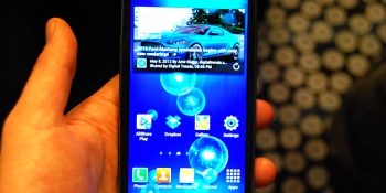 Android grudge match: Samsung Galaxy S III wins on features, HTC One X owns design