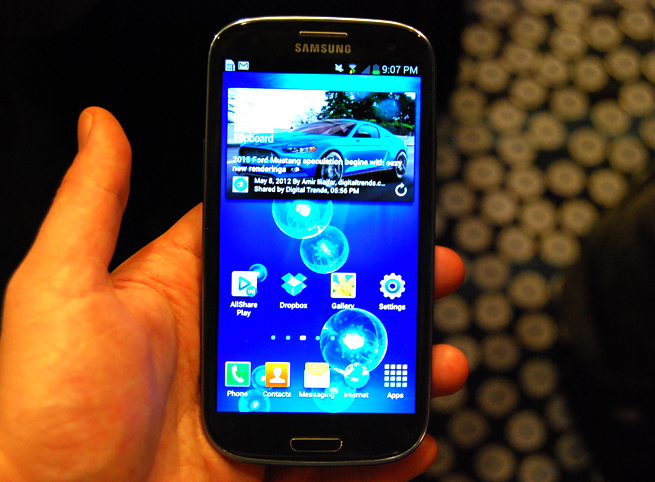 Android grudge match: Samsung Galaxy S III wins on ...