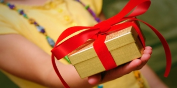 Facebook launches Gifts: real products you can send to your friends, no addy needed