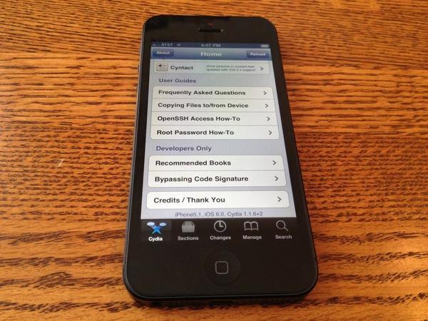 Photo of chpwn's jailbroken iPhone 5