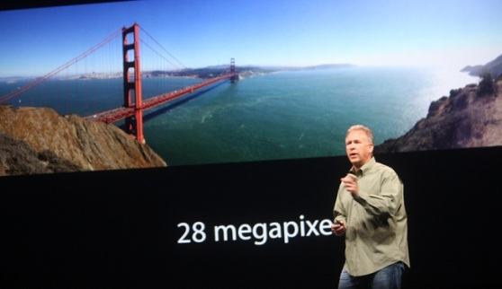 Panorama photo of the Golden Gate Bridge taken by the iPhone 5, with Phil Schiller