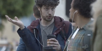 Samsung makes fun of iPhone 5 buyers in new commercial