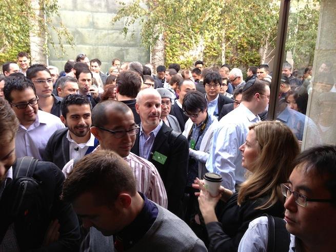 Apple crowd