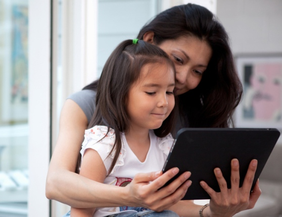 ss-mother-daughter-tablet