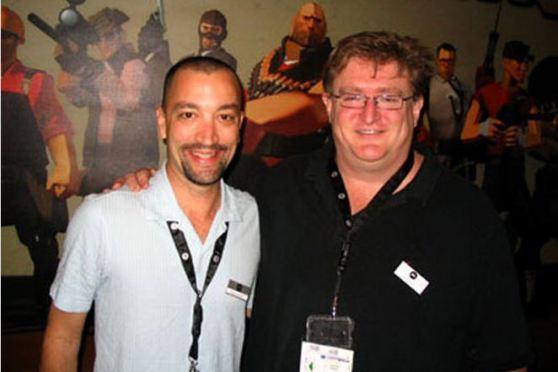 Gabe Newell Doug Lombardi