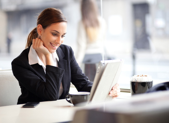 ss-business-woman-tablet-happy