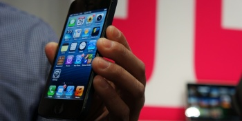 iPhone 5S screens entering mass production in June, report says