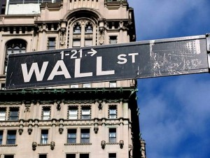 512px-Sign_Brodway_crossing_Wall_Street-300x226