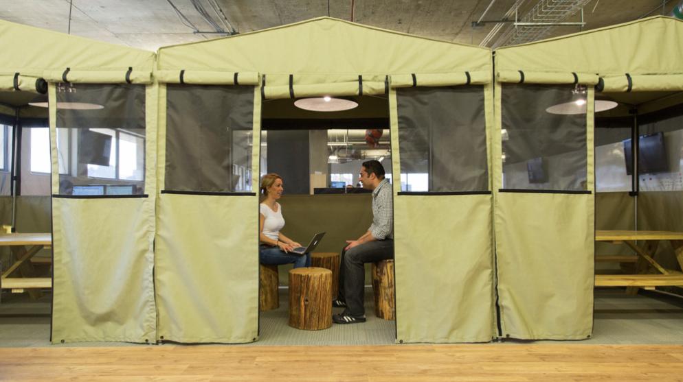 hootsuite-meeting-tent