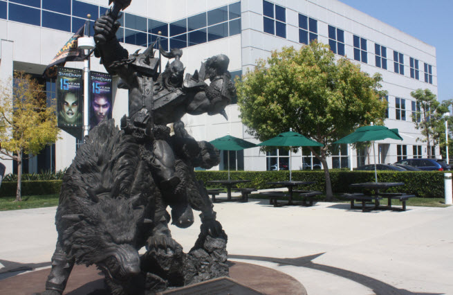 This Warcraft bronze statue was cast in two parts.