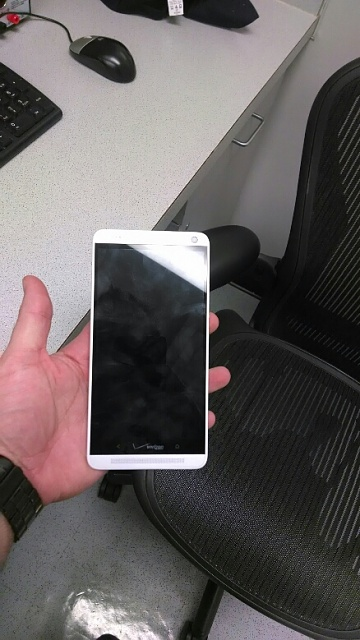 A leaked image of the HTC One Max from a Verizon employee