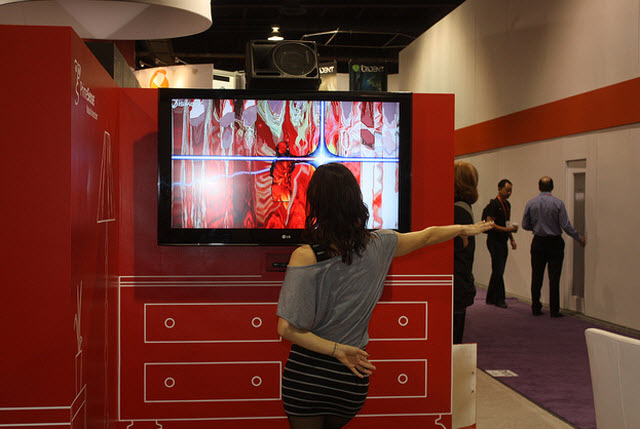 A CES 2012 attendee tries out PrimeSense tech