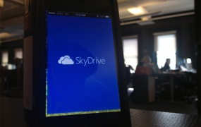 The SkyDrive app boots up on iOS