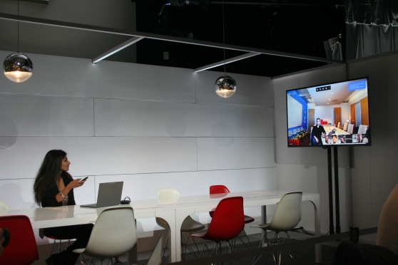 A Googler demonstrates a videoconference with Chromebox for meetings in action.