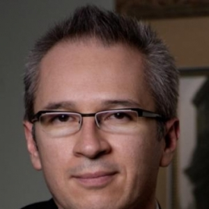 Dr. Homero Rivas