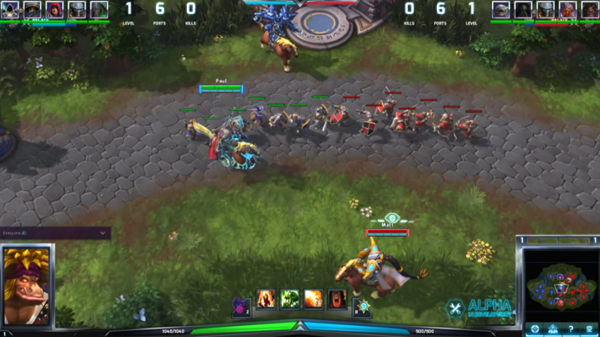 Fighting creeps in Heroes of the Storm.