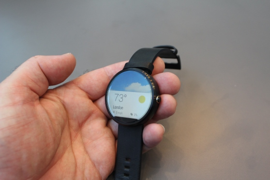 Moto 360 right side
