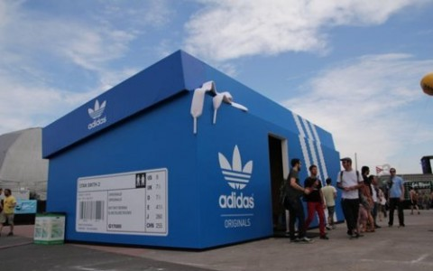 Adidas' pop-up shoe box store