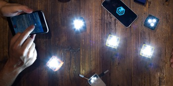The Backed Pack: Smartphone flash cubes, a smart pan & an iPhone photo storage device