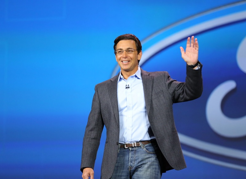 Ford CEO Mark Fields at a keynote during CES 2015. He promised social driving services.