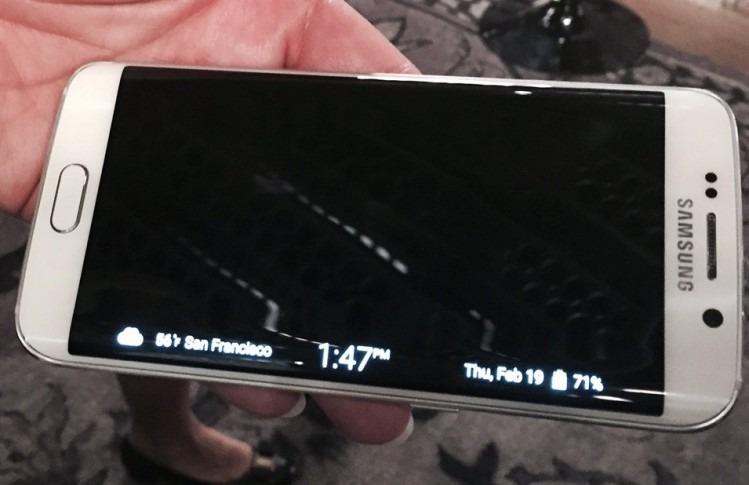 The curved edges to certain interface functions operate independently of the rest of the screen.