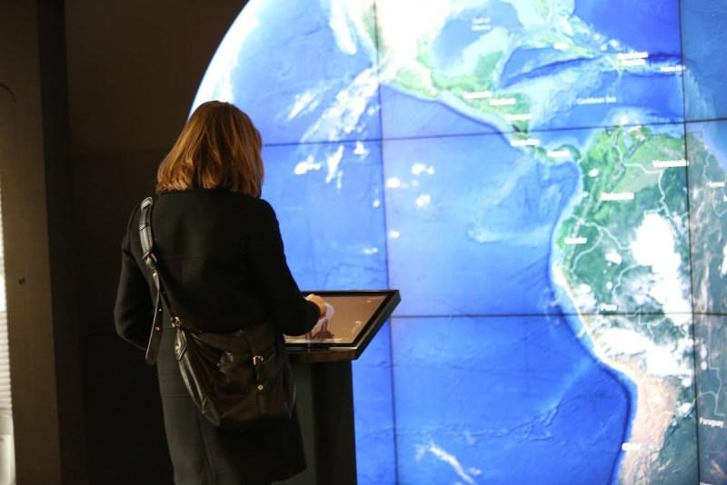 """Portal"": Fly throug the planet using Google Earth"