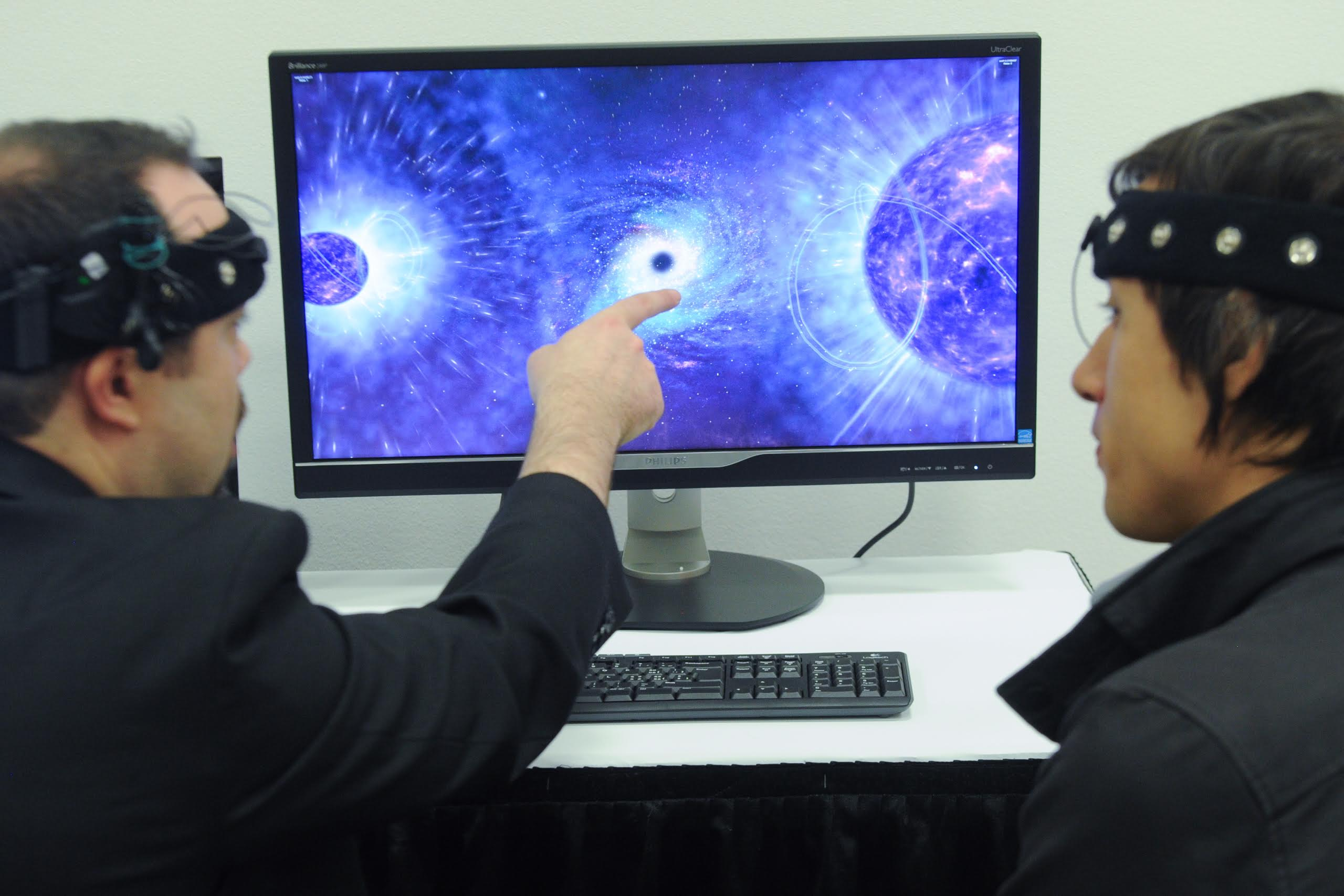 MindLeap's brain tracking technology used in a multiplayer demo.
