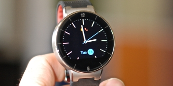 Alcatel OneTouch SmartWatch looks smart for the price
