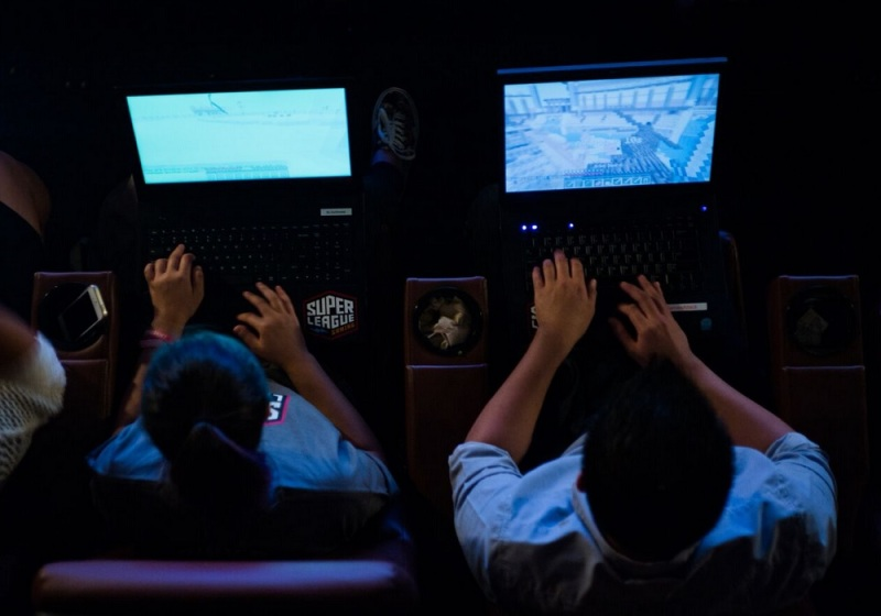 Super League Gaming lets kids see their games on a big screen.