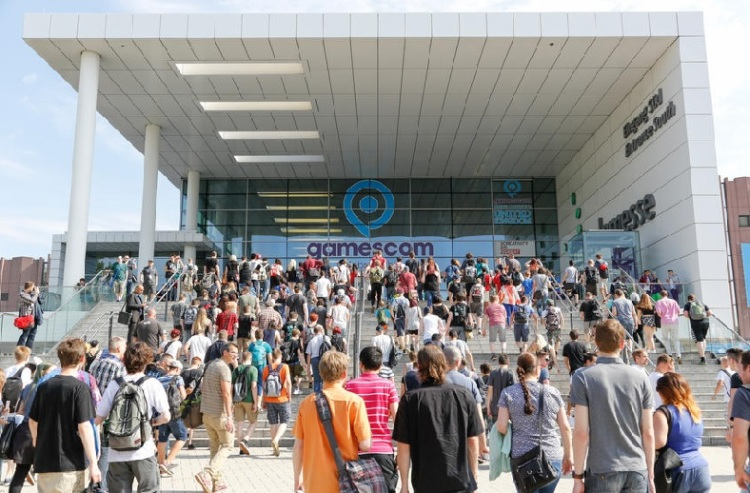 Gamescom crowds from past years.