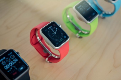 Apple launches 7 new video ads to help sell Apple Watch in