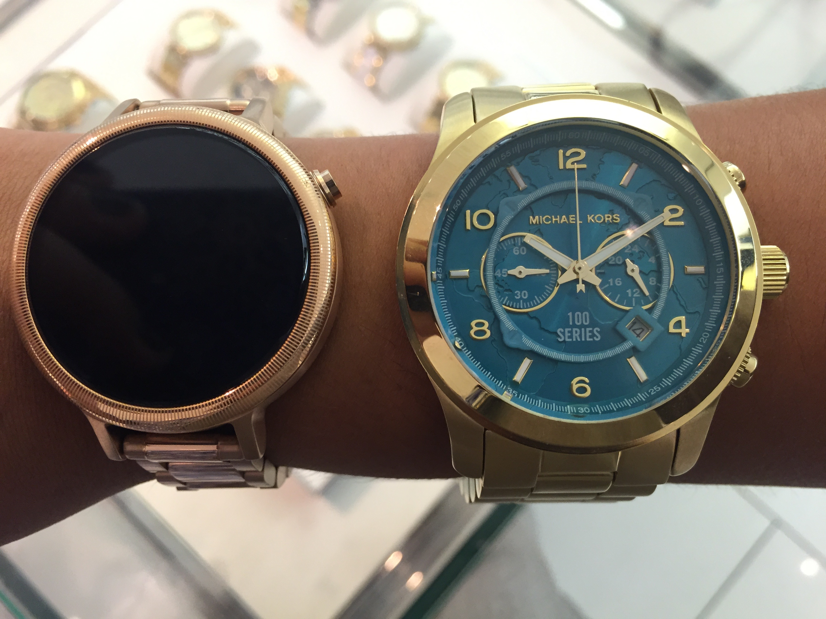 What its like to use motorolas new moto 360 smartwatch with an moto360michael kors 800x600 gumiabroncs Images