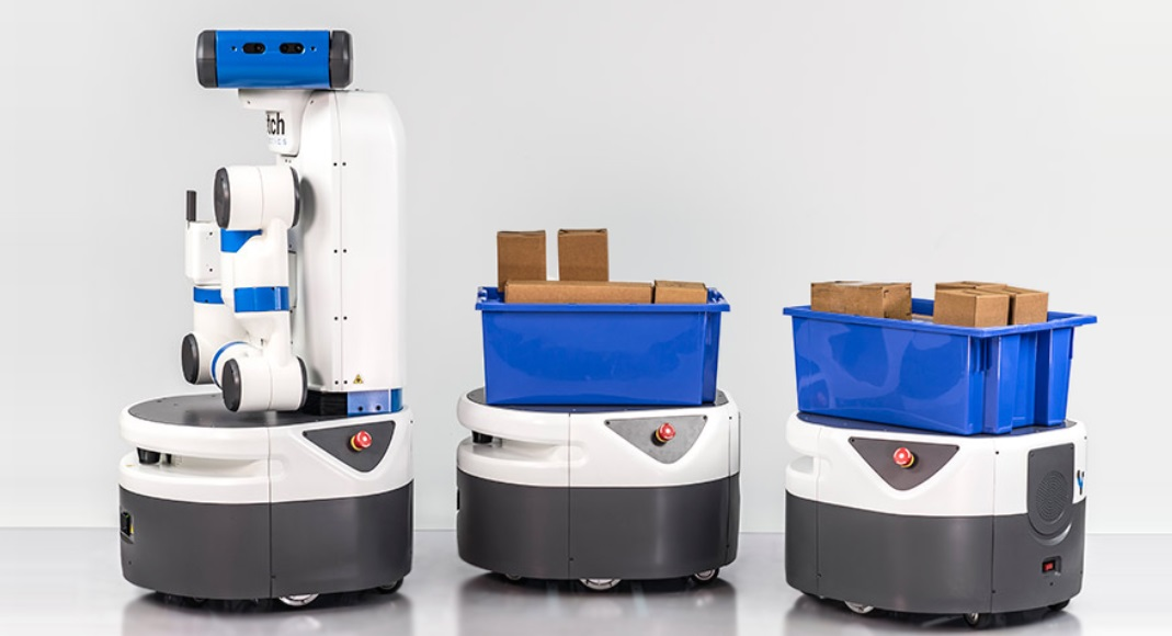 Fetch's warehouse robot helps workers collect and carry products for packaging