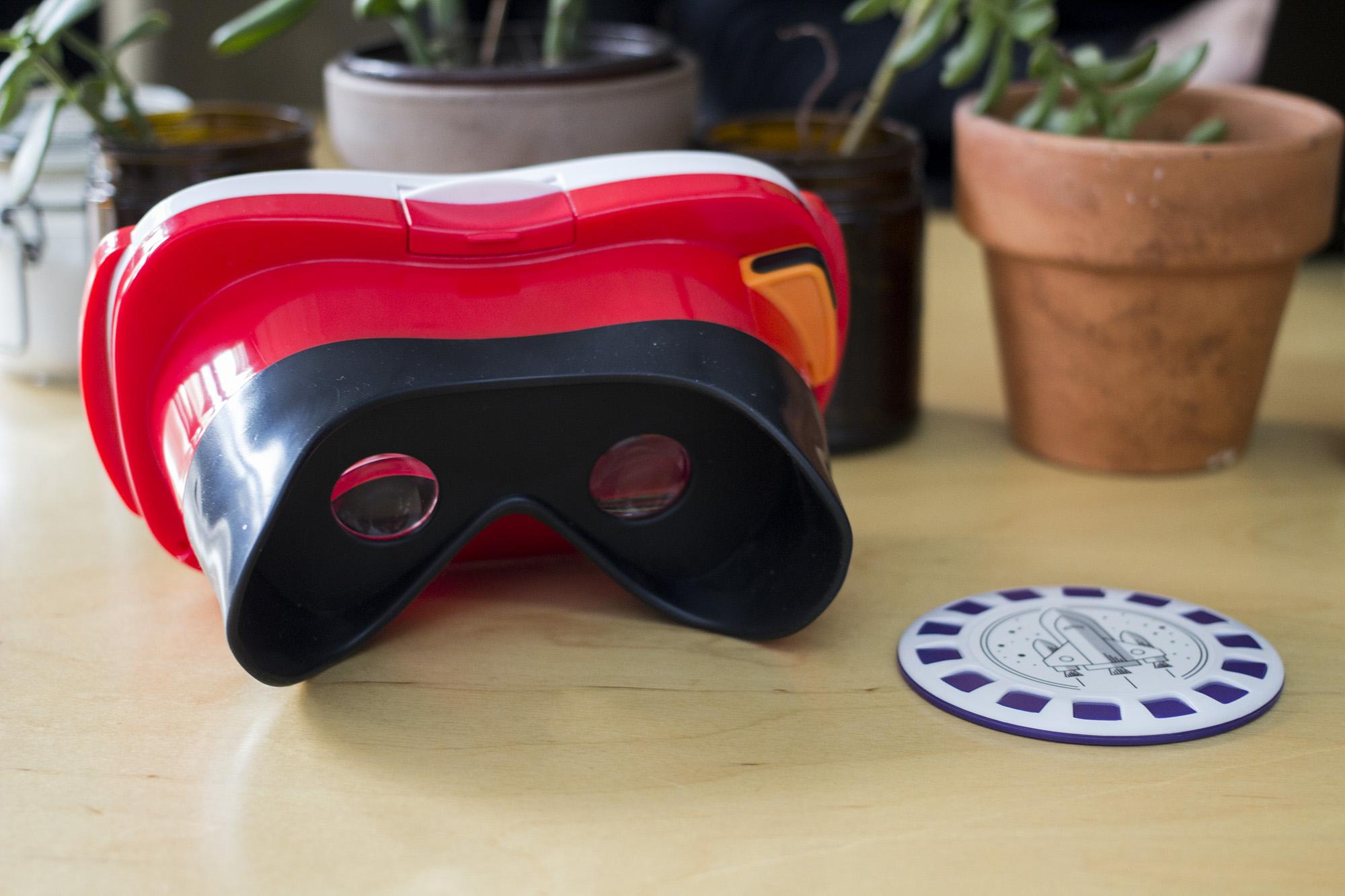 Mattel-Google-View-Master-virtual-reality-b