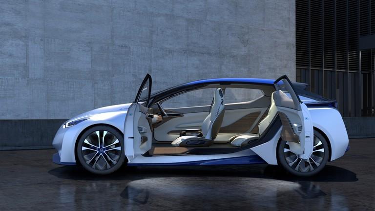 nissan-driverless-car-12