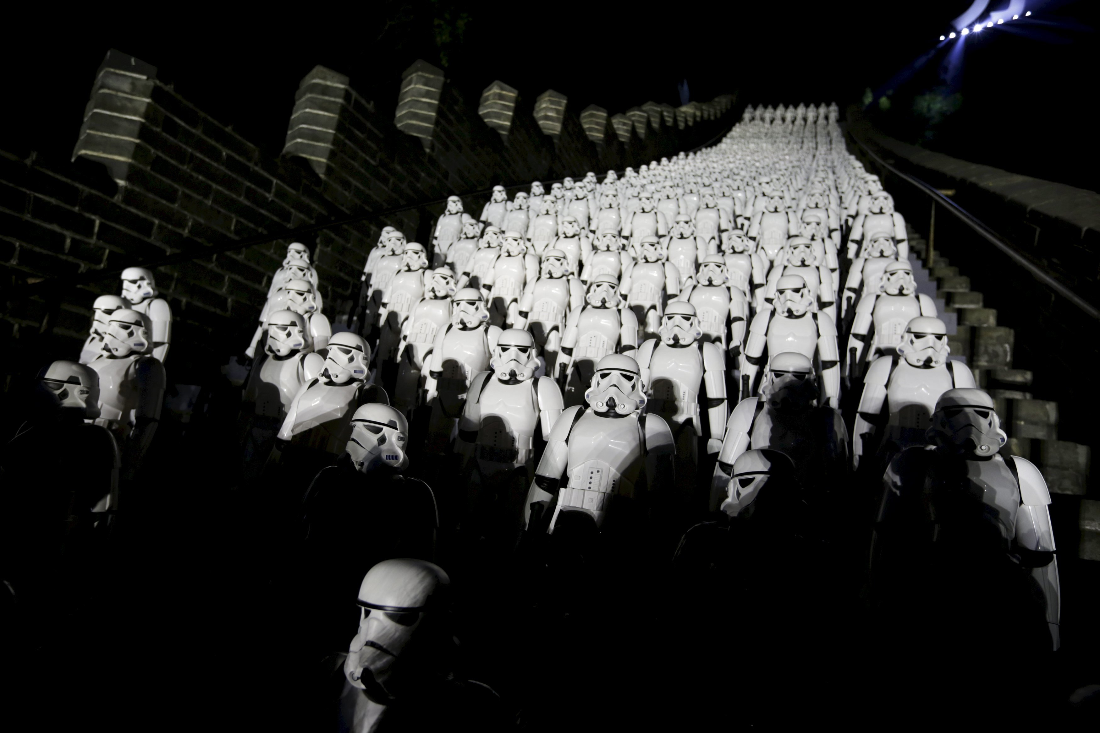 """Five hundred replicas of the Stormtroopers characters from """"Star Wars"""" are seen on the steps at the Juyongguan section of the Great Wall of China during a promotional event for """"Star Wars: The Force Awakens"""" film, on the outskirts of Beijing, China, in this October 20, 2015 file photo. REUTERS/Jason Lee/Files"""