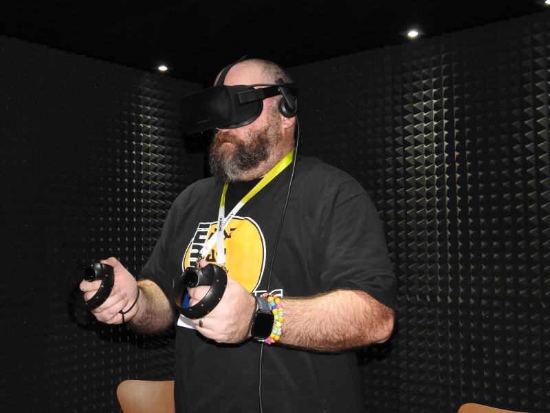 Stephen Kleckner of GamesBeat tries out Bullet Train on the Oculus Rift.