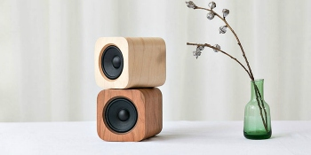 Sugr Cube is a wireless speaker from China designed as an homage to Steve Jobs and iOS