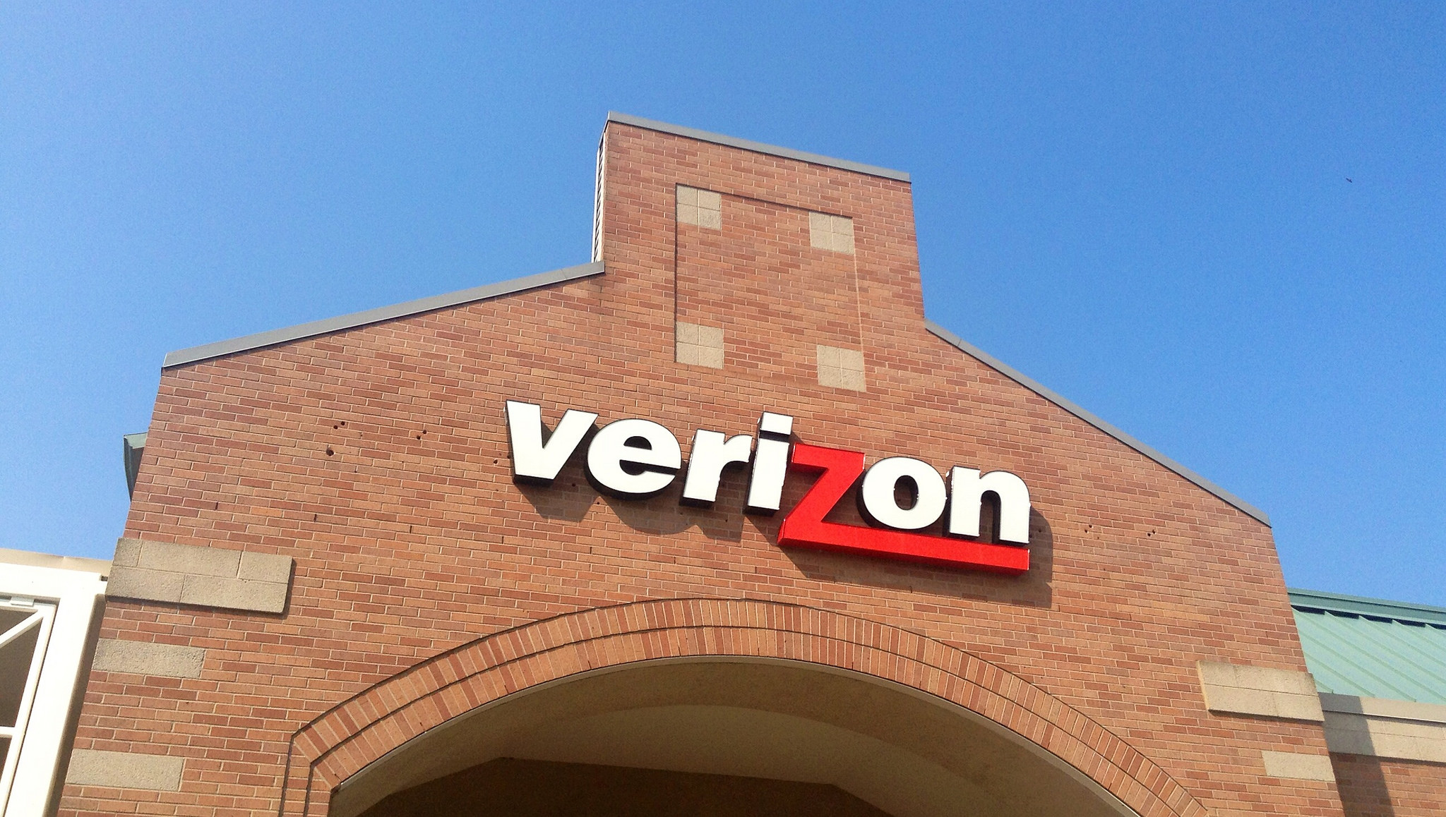 Verizon will start locking phones to deter theft