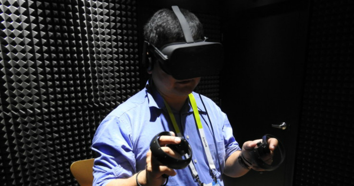 Dean Takahashi using the Oculus Rift VR headset with Oculus Touch.