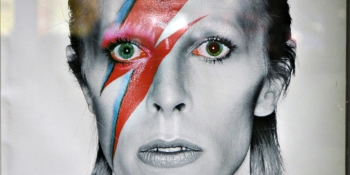 David Bowie dead at 69: Star's official social media accounts confirm lost battle with cancer