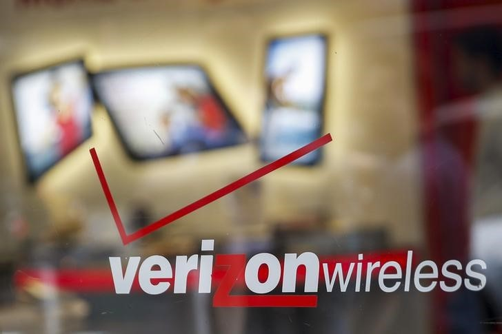 The entrance to a Verizon wireless store is seen in New York, May 12, 2015. REUTERS/Shannon Stapleton